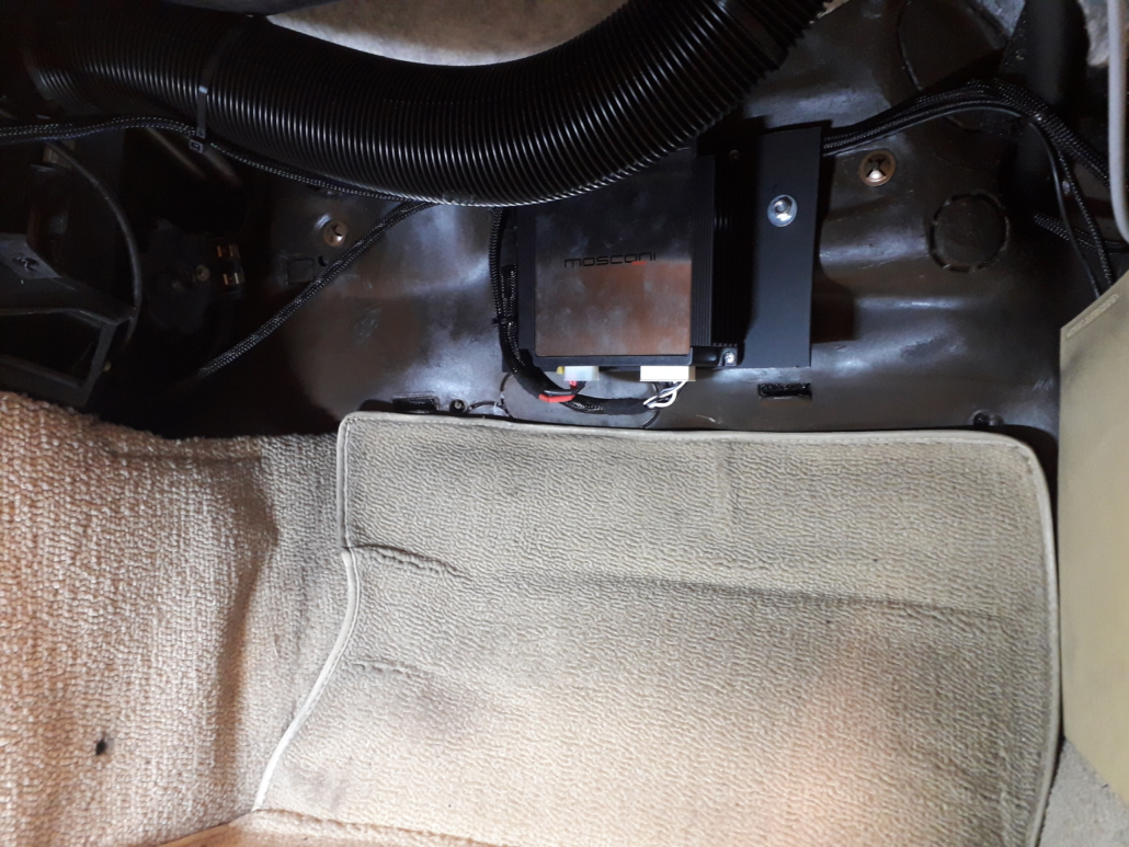 W123 Carhifi Verstärker